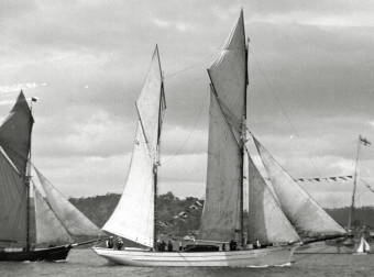 May Queen at a Hobart regatta (Chandler Collection, Maritime Museum of Tasmania)